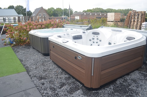 Jacuzzi's in de showtuin